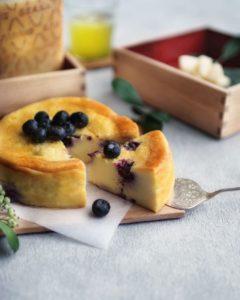 旬のブルーベリーを使ったグラナパダーノチーズケーキ